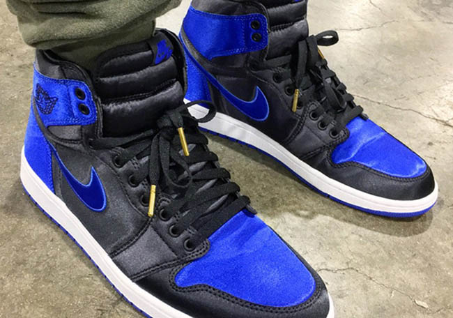 air-jordan-1-satin-royal